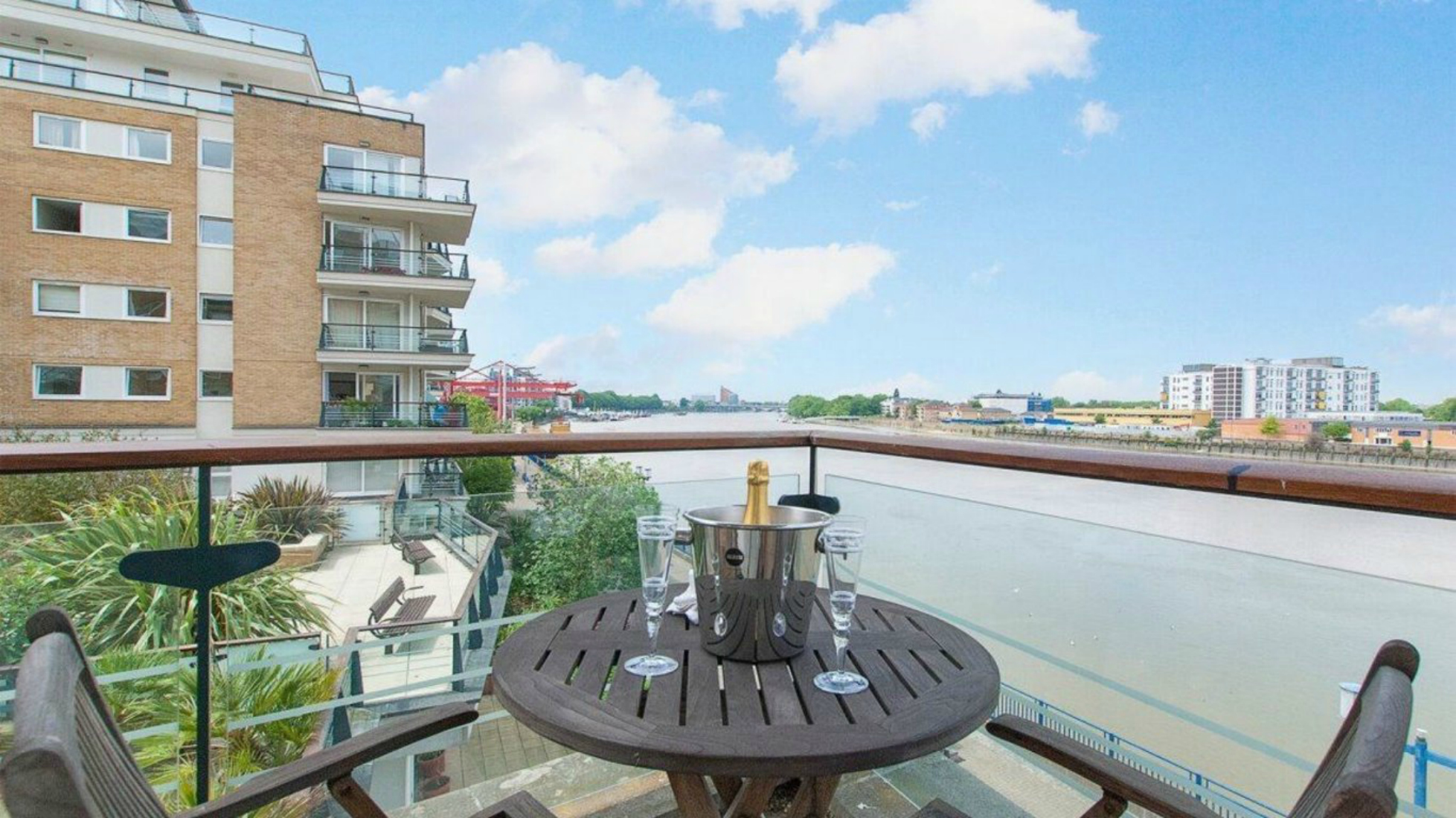 Winchester White estate agents Appartments for sale in Battersea's